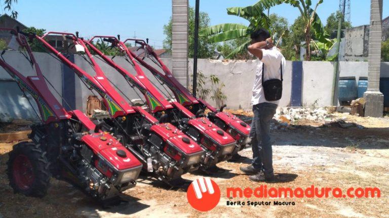 10 Unit Hand Traktor Disalurkan, Tersisa 4 Unit